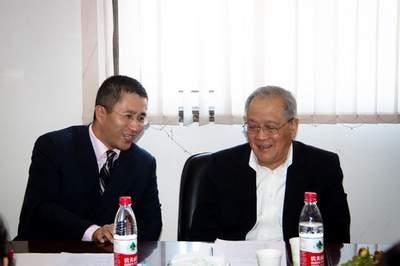 2011年11月16日座谈会现场,中国政法大学刑事法律援助研究会中心联席主任佟丽华和陈光中先生